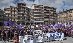 Imágenes de la jornada del Día de la Mujer en Estella