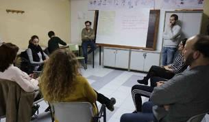 Sesión de trabajo vecinal para aportar propuestas de trabajo en torno a la convivencia intercultural celebrada en San Adrián.