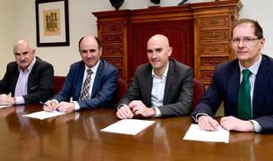foto de José Mª Aierdi, director gerente de Nasuvinsa; Manu Ayerdi, vicepresidente de Desarrollo Económico; Alberto Loizate y Javier Berazaluce, representantes de Harivenasa.