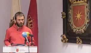 Koldo Leoz, durante el anuncio que realizó ayer de la dimisión del jefe de la Policía Municipal.