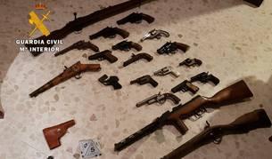 foto de Armas intervenidas por la Guardia Civil en casa del detenido en La Carlota