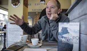 El pamplonés Jokin Azketa -ganador del Premio Desnivel en 2013- ha publicado su tercera novela.