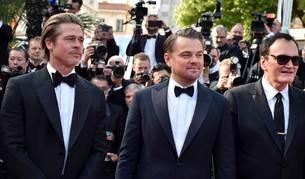 Los actores Brad Pitt, Leonardo DiCaprio y el director de cine Quentin Tarantino posan para los medios durante la presentación de la película 'Érase una vez Hollywood' en la 72 edición del Festival de Cannes.