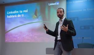 foto de El responsable de negocio corporativo de LinkedIn en España, Raúl Suárez,a yer en la CEN.
