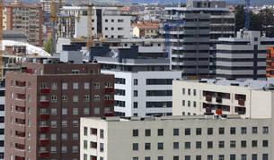 Foto de bloques de viviendas de nuevas construcción en Lezkairu, Pamplona.