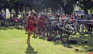Participaron 163 triatletas de todas las categorías, con triunfos de Paco Sanz Irisarri y Rocío Marín Marín en la prueba absoluta.