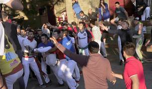 Todas las fotos de la cogida del callejón del tercer encierro de fiestas de Tafalla, en Diario de Navarra