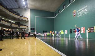 Foto panorámica del frontón Labrit durante un festival con partido del campeonato de Parejas del pasado marzo.