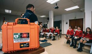 Javier Landibar, director técnico de IDM Medical, durante la formación que ha impartido a alumnos del Colegio Luis Amigó