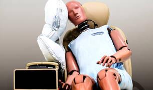 El airbag central se instala dentro del asiento del conductor y se desplegará una vez que se detecte el impacto. Reducirá las lesiones en la cabeza de los pasajeros de los asientos delanteros.