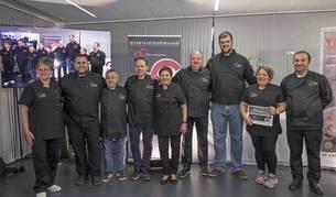 Foto de los cocineros participantes, en la escuela taller de Estella. El premio al mejor chef medieval recayó en Adur Arrieta (tercero por la derecha).