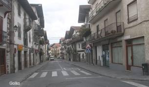 Foto parcial de la calle Altzate, en el centro urbano de Bera.