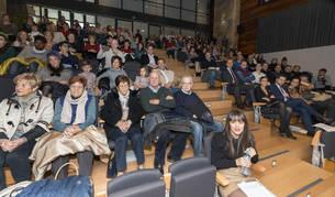 Foto de alguno de los asistentes que abarrotaron el salón de actos de la Mancomunidad de la Ribera durante la celebración del 40 aniversario de Amimet.