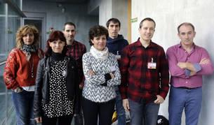 De izquierda a derecha, Arantza Azpiroz (directora del colegio público Erleta), Estibáliz Lertxundi (Apyma instituto Amazabal), Eneko Andueza (concejal), Arantza Mariñelarena (Asociación de comerciantes), Mikel Zubillaga (Apyma colegio Erleta), Mikel Zabaleta (alcalde) y Peio Zestau (director del instituto Amazabal).