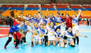 Las jugadoras de la selección española de balonmano, tras lograr el pase a la final del Mundial.