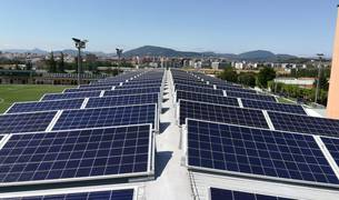 Paneles solares instalados en el colegio Luis Amigó.