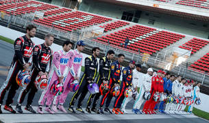 foto de Los pilotos posan en el Circuito de Barcelona-Cataluña en las sesiones de pretemporada