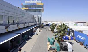 Foto de los equipos de MotoGP, guardando el material después de la cancelación del Gran Premio de MotoGP de Qatar 2020.