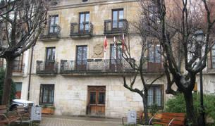 Foto del acceso al Ayuntamiento de Alsasua.