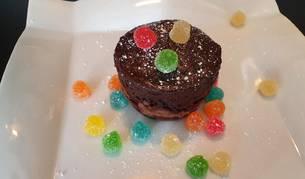 Este bizcocho de chocolate hecho en el microondas es una de las tres recetas de hoy