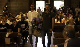 Los capitanes Oier Sanjurjo y Roberto Torres, en la ofrenda en Javier antes de dar comienzo la temporada