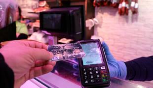 foto de El uso del datáfono para el pago con tarjeta o móvil ha aumentado un 95% en los comercios por el coronavirus