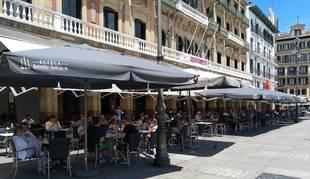La terraza del Café Iruña en la Plaza del Castillo de Pamplona