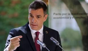 Pedro Sánchez durante la rueda de prensa tras la firma del 'Acuerdo por la reactivación económica y el empleo'