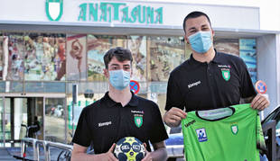 Los jugadores del Helvetia Anaitasuna Marcos Cancio y Aitor García.