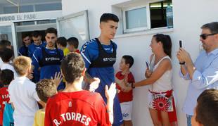 Luis Perea sale del vestuario de Tajonar, en el primer día de entrenamiento de la pasada temporada.