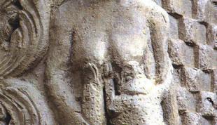 Representación de la lujuria en la portada de Santa María de Sangüesa, fines del siglo XII.
