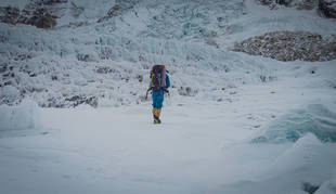 Alex Txikon alcanza el Campo 1 del Everest