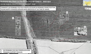 Imagen de la OTAN que muestra seis vehículos de artillería rusa howitzer en un convoy en territorio ucraniano