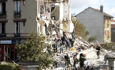 Explota un edificio cerca de París