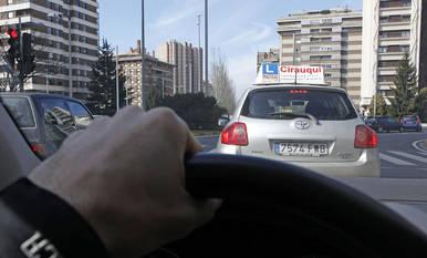 La falta de examinadores lleva afectando durante años a las autoescuelas navarras