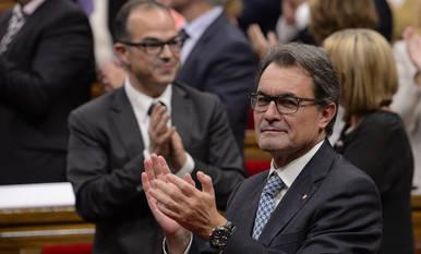 El presidente de la Generalitat, Artur Mas, después de que el Parlament de Cataluña, en un pleno extraordinario, aprobase la Ley catalana de Consultas
