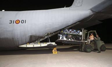 La camilla burbuja, instalada en el avión que repatriará a Manuel García Viejo
