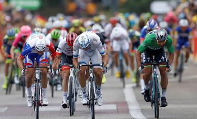 Demare, Kristoff y Sagan, en el esprint.