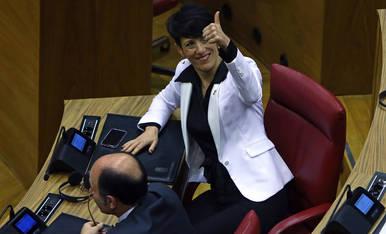 Elma Saiz, consejera de Hacienda del Gobierno de Navarra, satisfecha tras la aprobación de los presupuestos de 2020.