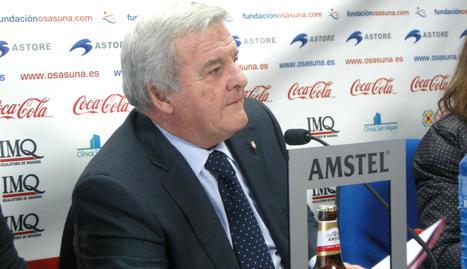 El presidente dle Cluab Atlético Osasuna, Patxi Izco, durante la rueda de prensa en la que ha explicado la intención del club para prorrogar los plazos del pago de su deuda a la Hacienda Foral de Navarra