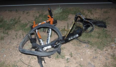 La bici en la que circulaba el menor fallecido