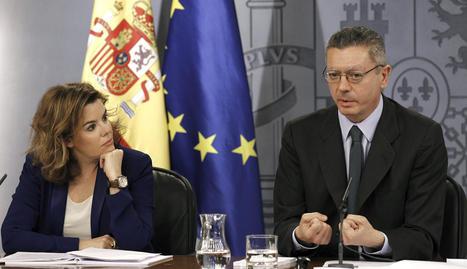 La vicepresidenta del Gobierno, Soraya Sáenz de Santamaría, y el ministro de Justicia, Alberto Ruiz-Gallardón
