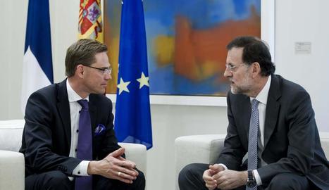 El presidente del Gobierno de España, Mariano Rajoy (d), junto al primer ministro finlandés, durante la reunión que han mantenido en La Moncloa