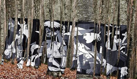 Imagen del 'Guernica' pintado en tres dimensiones en el hayedo de Zilbeti. efe/archivo