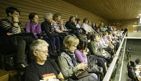 Asociaciones y familiares de represaliados, en el Palco de Invitados.. CEDIDA