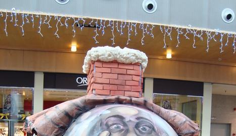 Decoraci n de bolas de navidad gigantes en itaroa - Bolas navidad gigantes ...