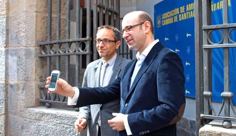 Carlos Mencos, junto al consejero de Cultura y Turismo, Juan Luis Sánchez de Muniáin.. cedida