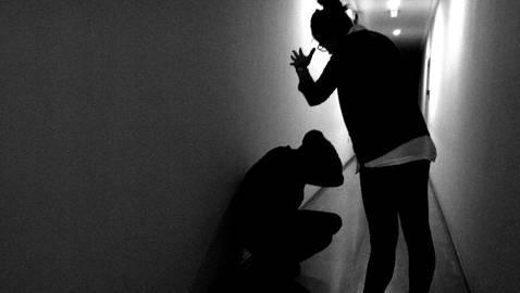 Simulación de una agresión de una menor a su padre. VIKTORIA UBAIDULLAEAVA