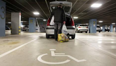 Una plaza de aparcamiento para personas discapacitadas.
