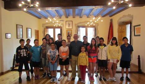 Un momento de la recepción de los niños ganadores en el Ayuntamiento de Viana.
